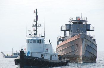 The Coleen Marine tug Justin with the cutter Tamaroa before sinking. Kirk Moore photo.