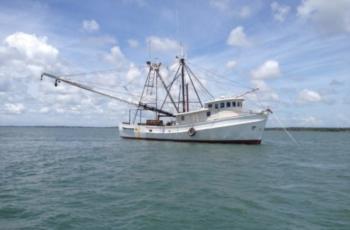 Unmanned helm puts shrimper on rocks